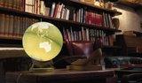 Atmosphere Bright pistachio wereldbol met verlichting